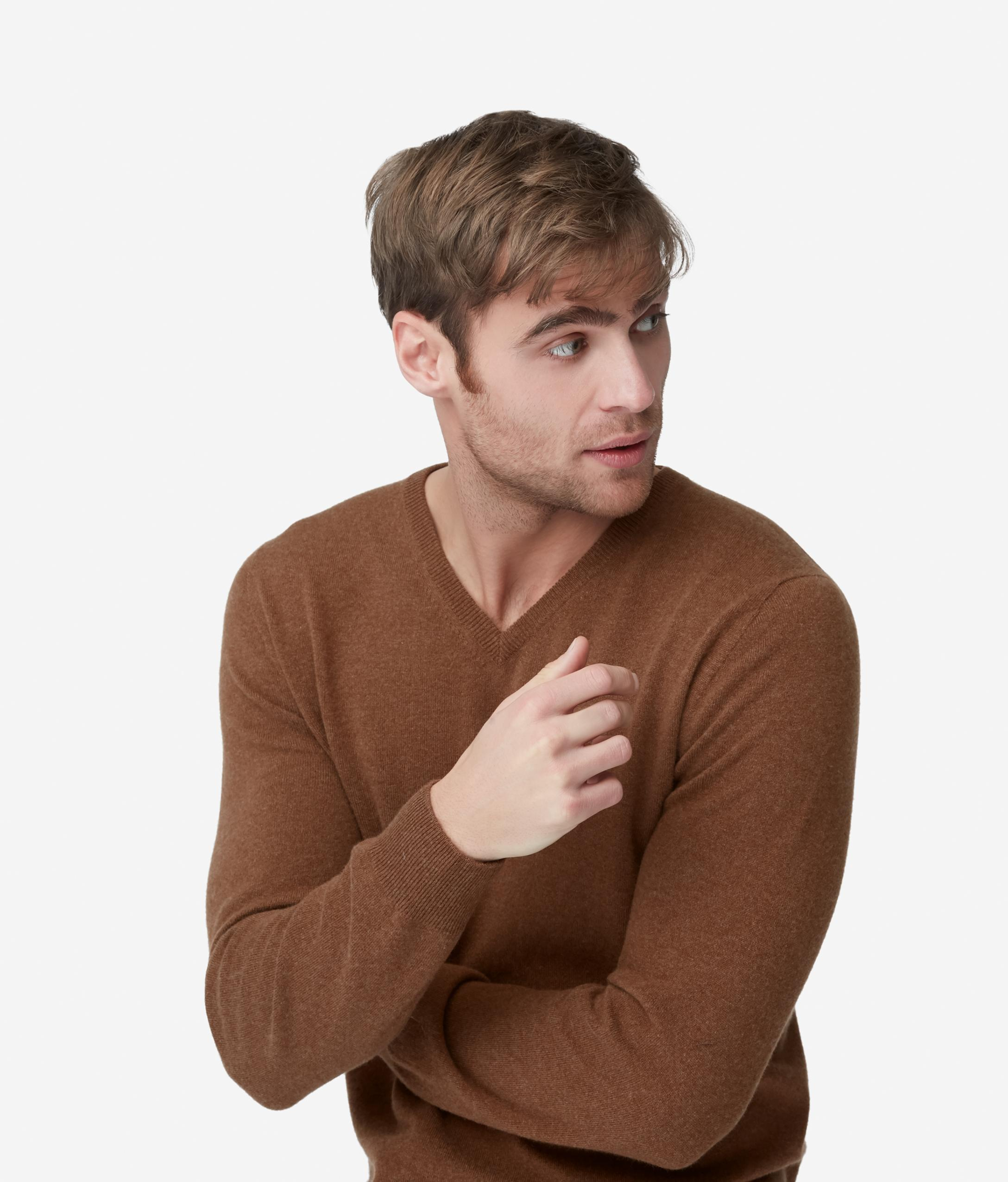 Suéter cuello pico cachemira ultrasuave