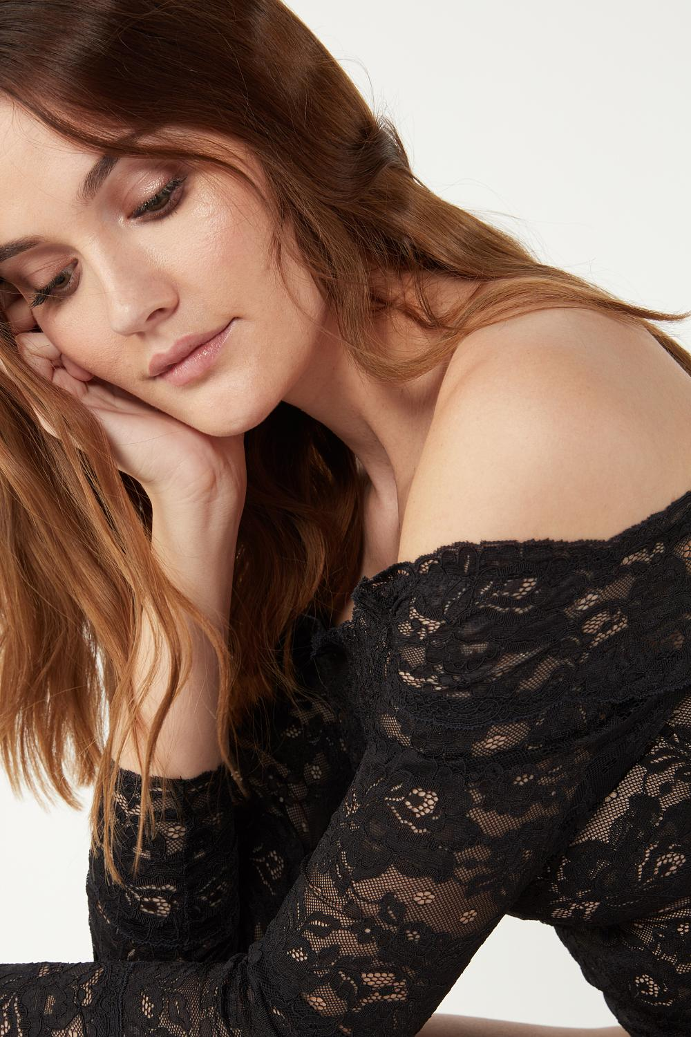 Long-Sleeved Lined Lace Body