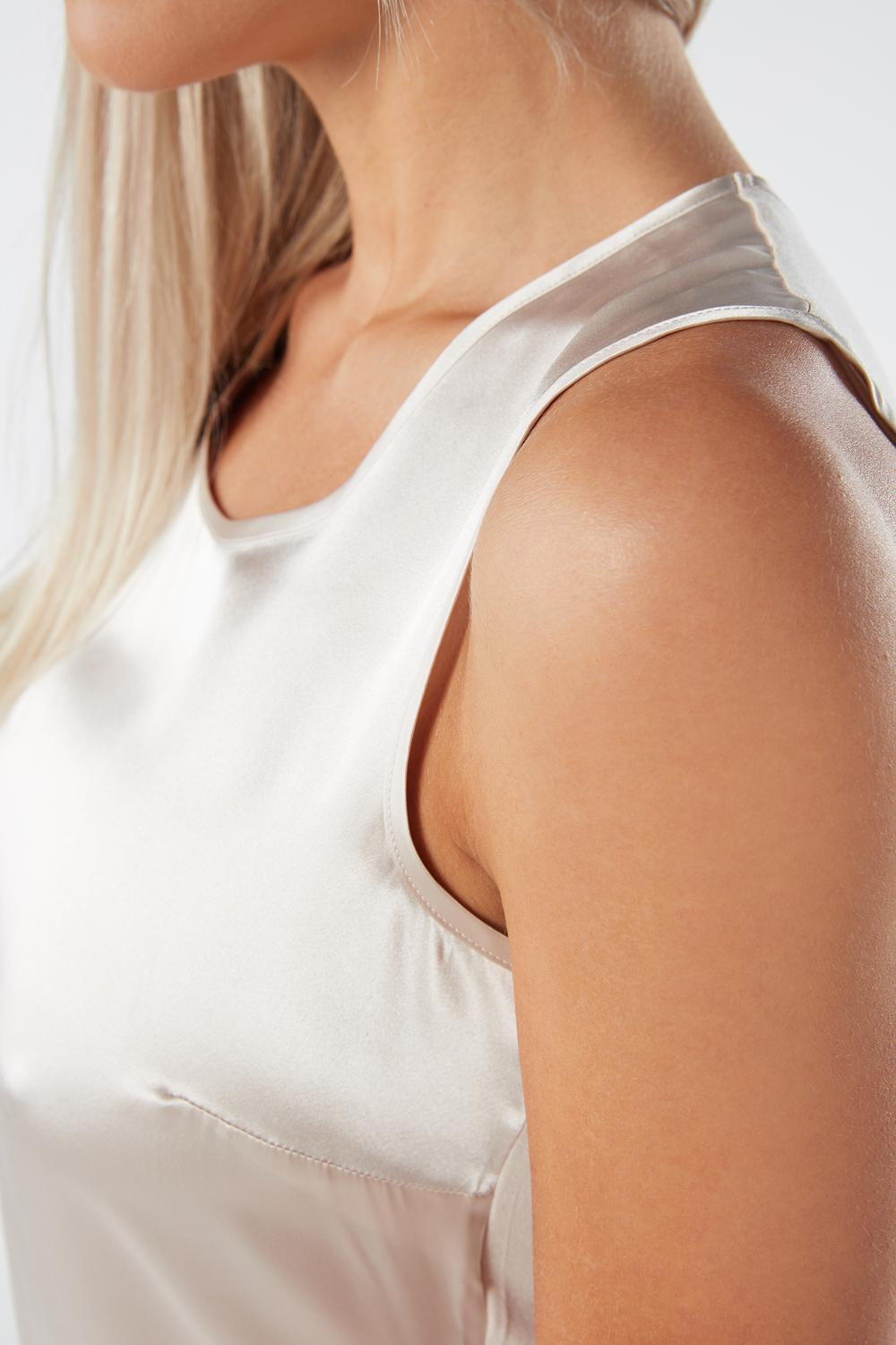 Round-Neck Top Wide Shoulder in Silk and Modal