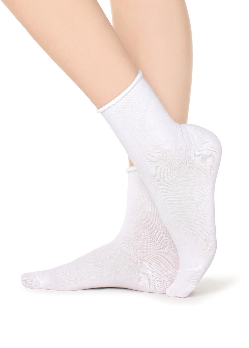 Kurze Socken aus Baumwolle Bündchen mit offen verarbeiteten Kanten.
