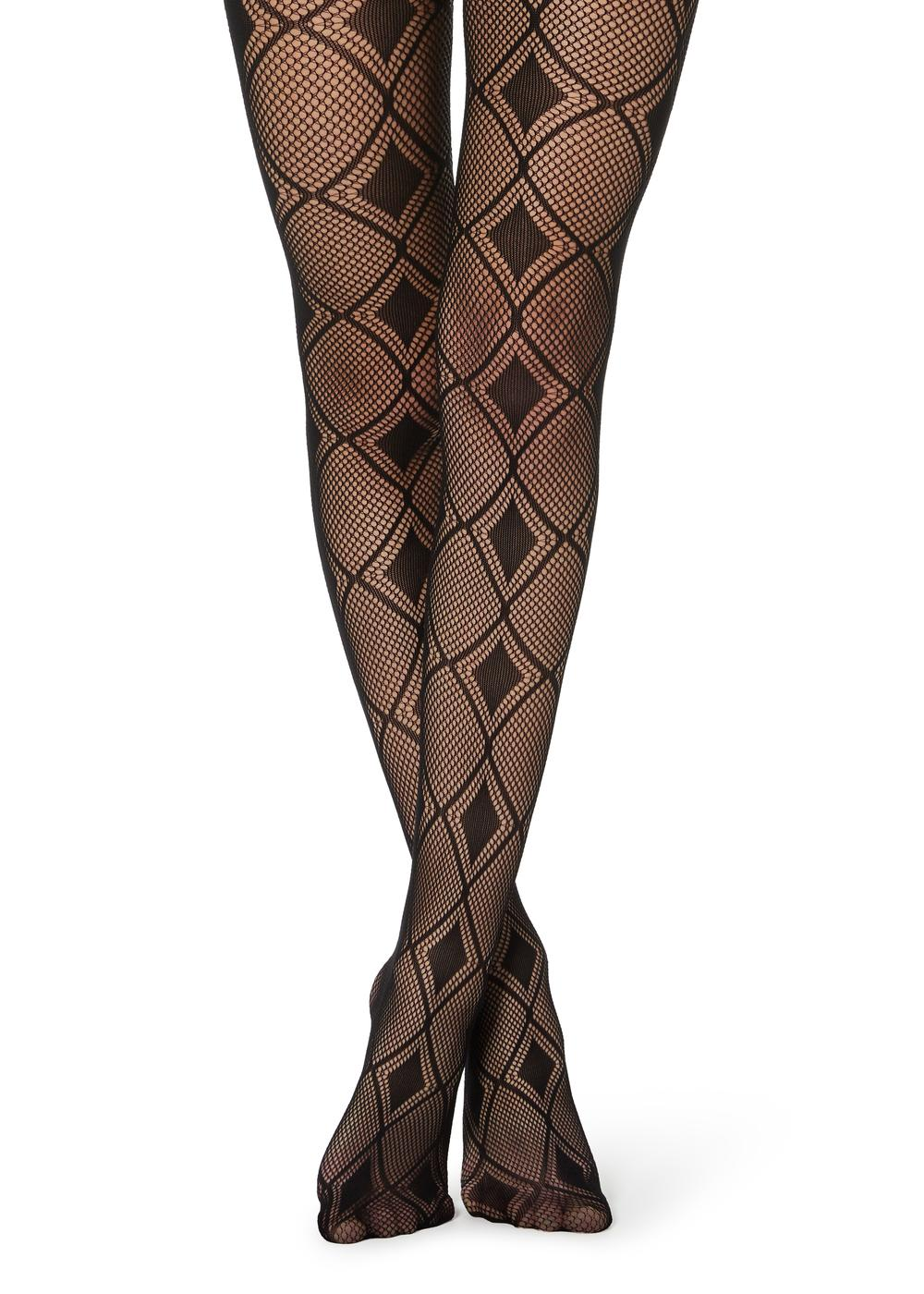 Diamond-patterned fishnet tights