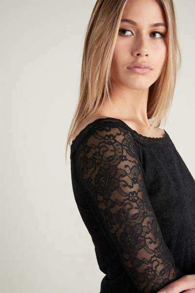 Off-The-Shoulder Lace Shirt