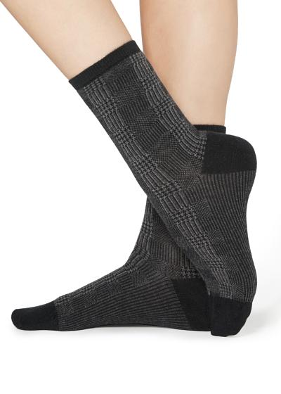 Gemusterte kurze Socken mit Applikation