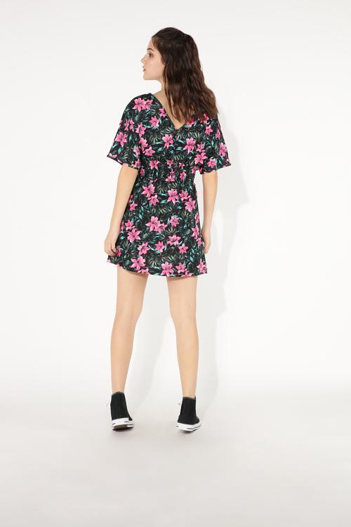 77e0fe901e1 Κοντό Φόρεμα από Ζέρσεϊ Ύφασμα με Κοντά Μανίκια και Λαιμόκοψη V